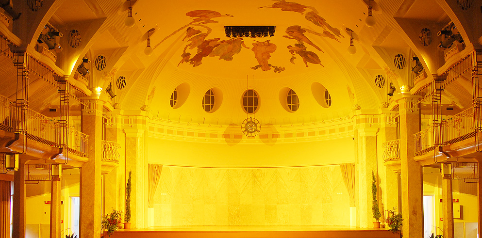 Clay Paky and By Oskar-Light illuminate the Kurhaus's Kursaal Room and the Puccini Theatre in Merano
