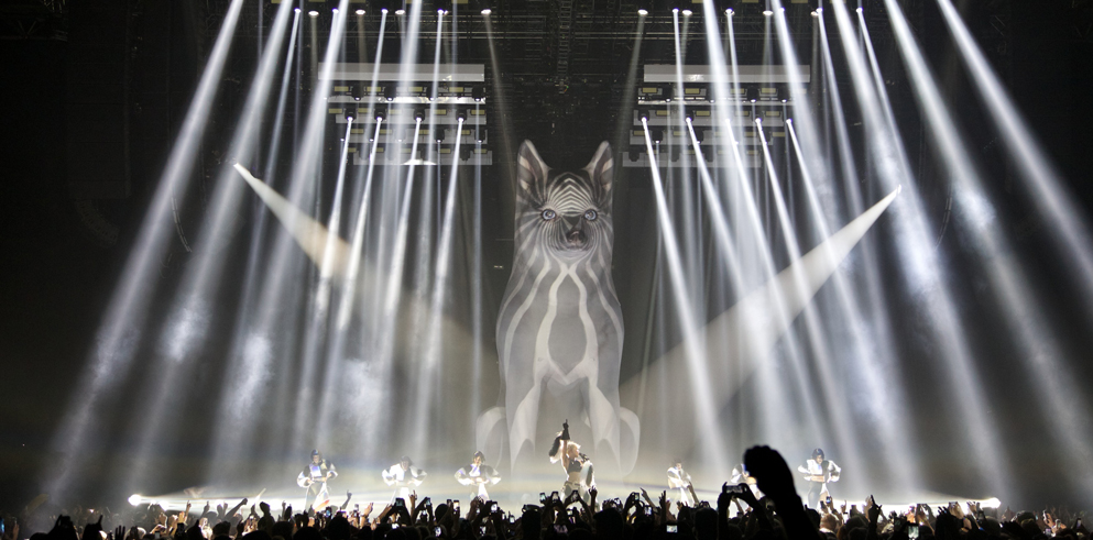 Clay Paky Keeps it Clean on Miley Cyrus World Tour
