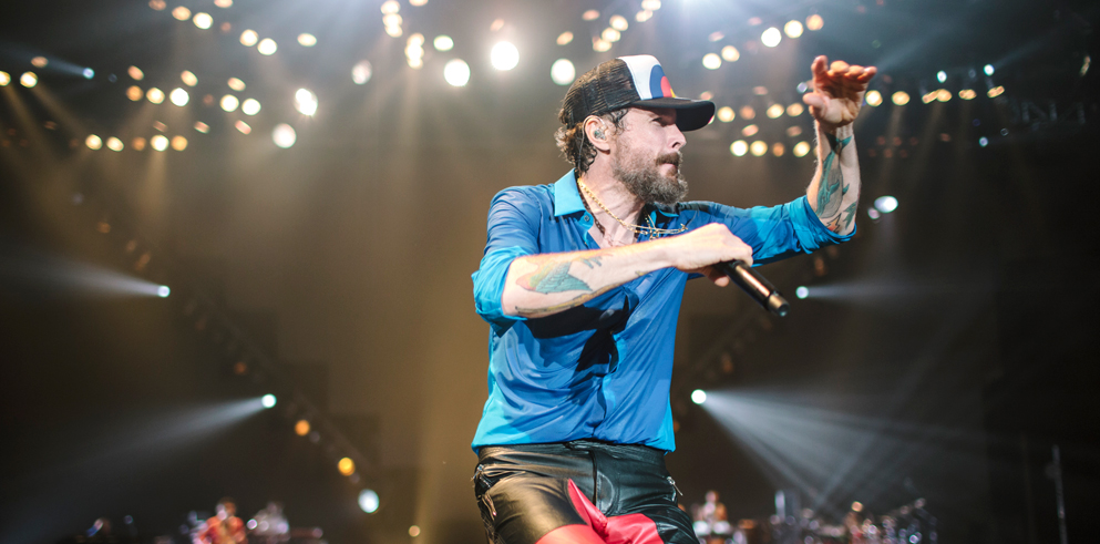 Jovanotti's indoor-arena tour, lit by Clay Paky