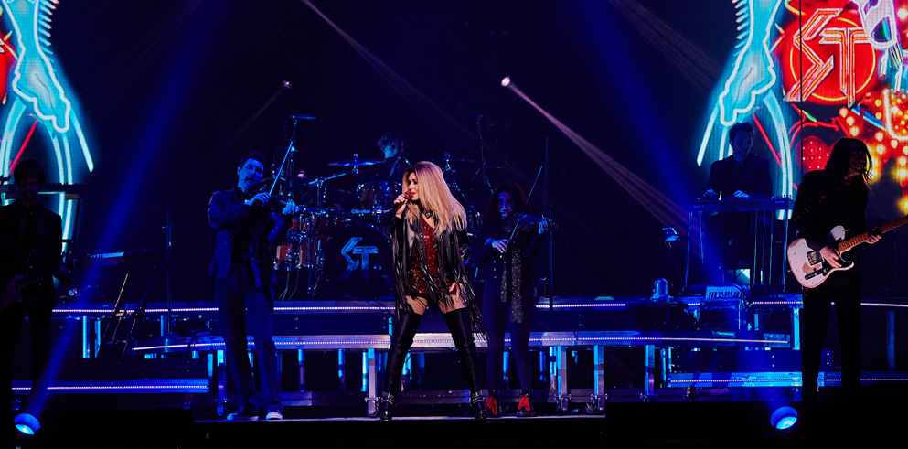 "Shania Twain Sets Out to ""Rock This Country"" on  Farewell Tour Featuring Clay Paky Fixtures"