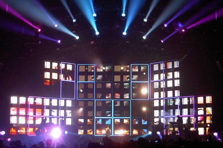 Clay Paky Sharpy Fixtures Illuminate Drake's Club Paradise Tour