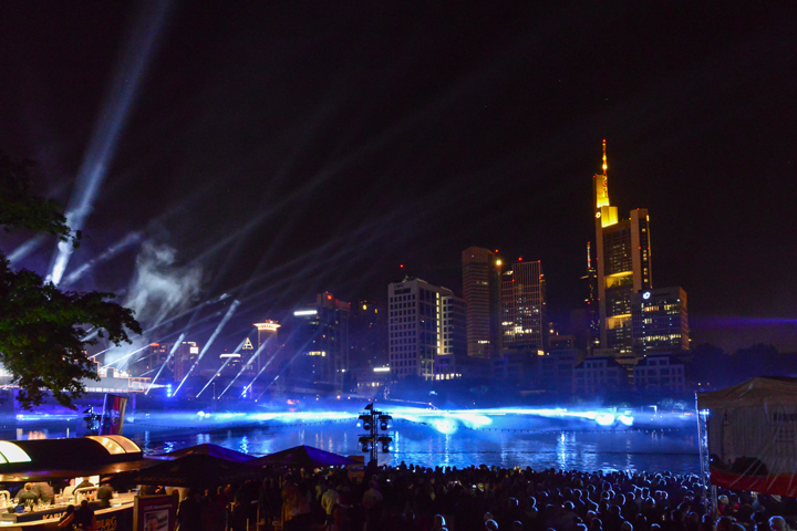 25 years of german reunification: Clay Paky, a subsidiary of Osram, lights up Frankfurt's bridges