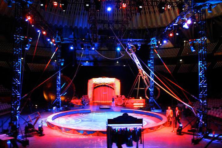 "Clay Paky - Barnum & Bailey Circus - Clay Paky lights ""The ..."