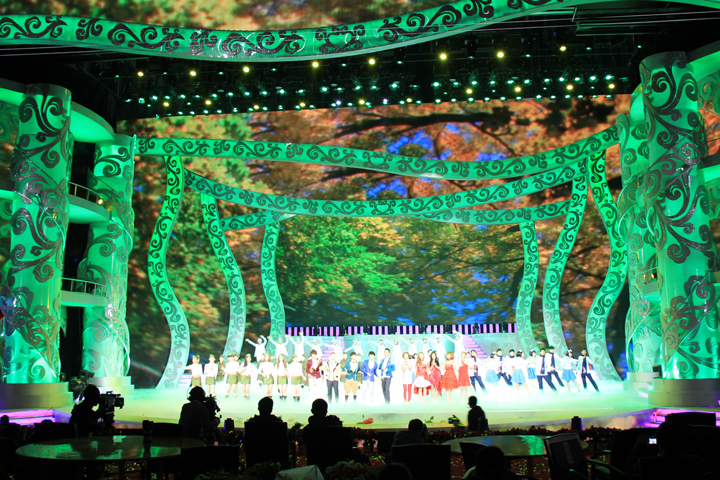 Chinese broadcaster selects Clay Paky spotlights for New Year TV show