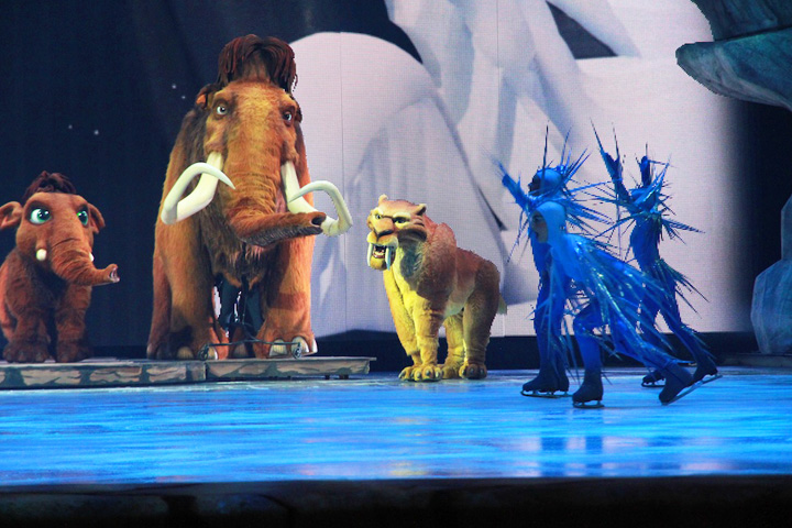 Clay Paky Alpha 1500s dance on ice for Ice Age Live!