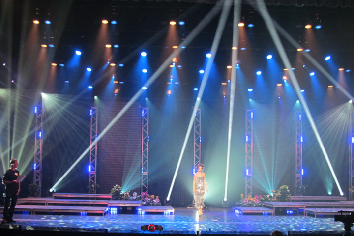 Clay Paky Sharpys Shine a Light on Miss Florida USA 2013 Pageant