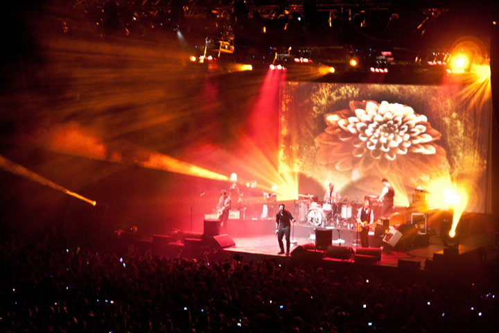 Kaizers Orchestra plays Oslo Spektrum using Clay Paky Alpha fixtures from Rubicon - Photo credit: Rubicon AS