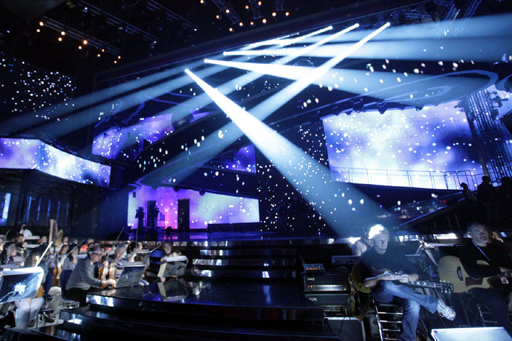 Clay Paky at the 2011 Sanremo Music Festival, on Gaetano Castelli's set with lighting designed by Ivan Pierri