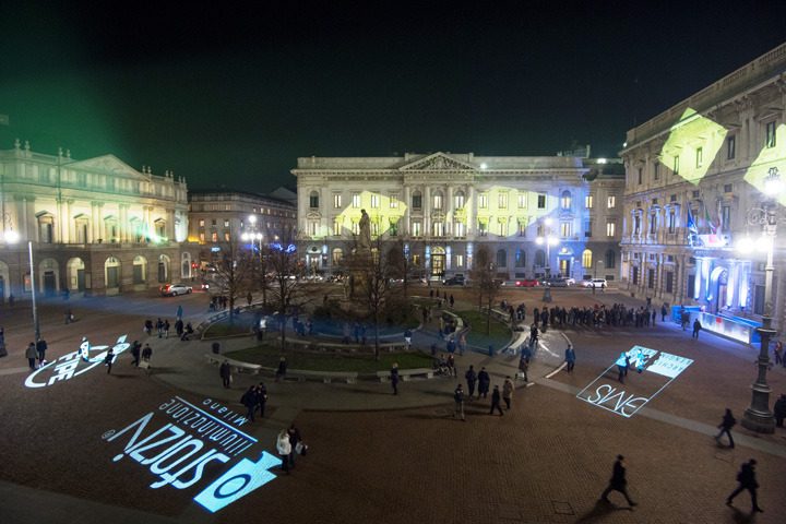 A magical Christmas in Piazza della Scala with Clay Paky lights