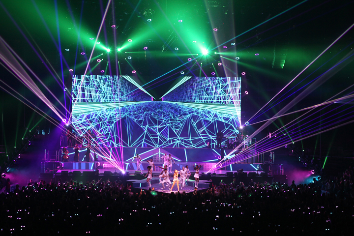 Ariana Grande Tour Sparkles with Clay Paky