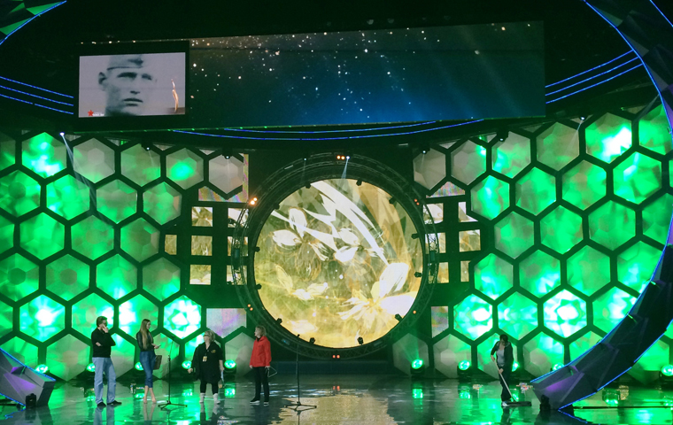 Clay Paky B-EYE creates beautiful projections at the Belarusian TV Awards