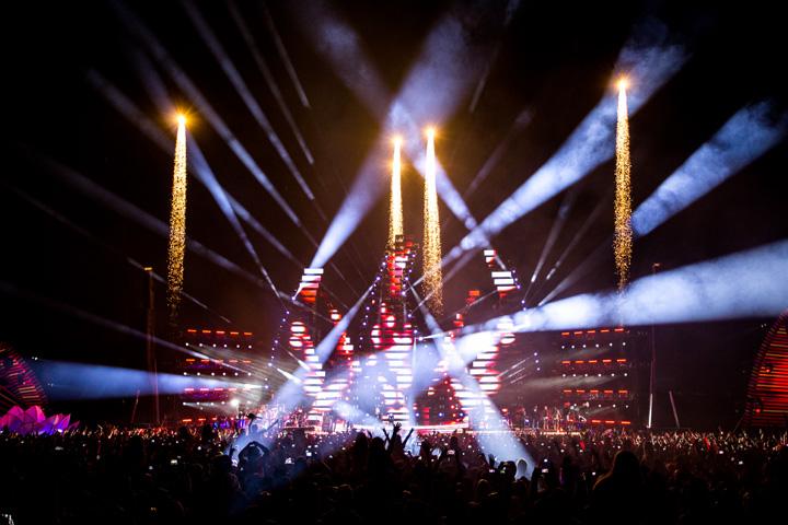 Clay Paky - Clay Paky illuminates Luan Santana's super-concert
