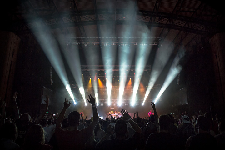 Clay Paky Lighting Fixtures Wrap a Summer on the Road with the 311Tour