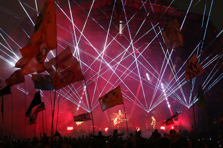 Clay Paky lights Help Arctic Monkeys Dazzle 135,000 at Glastonbury
