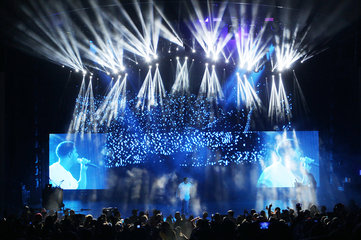 Clay Paky Lights Up Drake vs. Lil Wayne Tour of Dueling Rappers