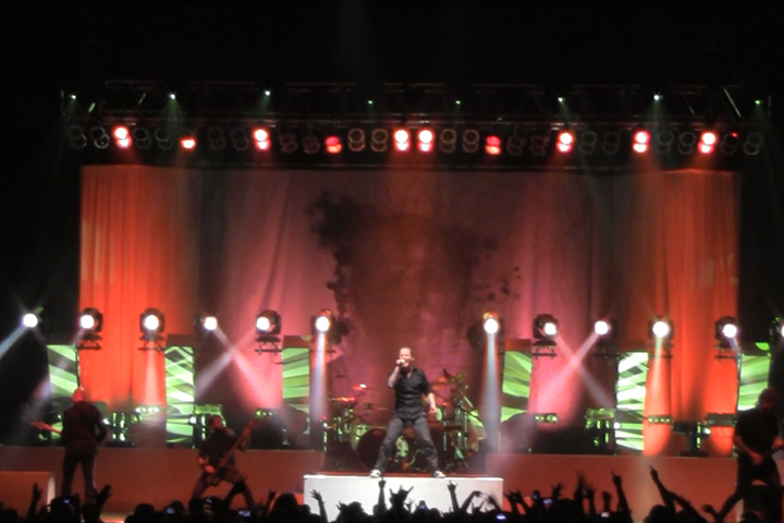 Clay Paky Lights Up Stone Sour-Papa Roach World Tour