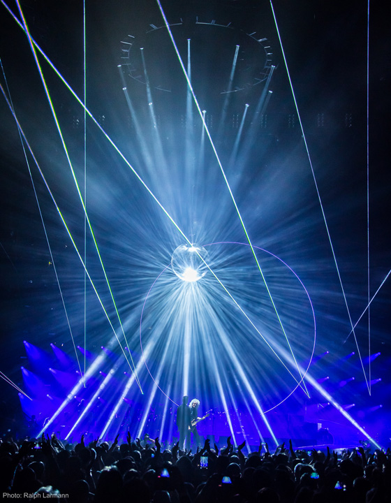 Clay Paky on tour with Queen + Adam Lambert
