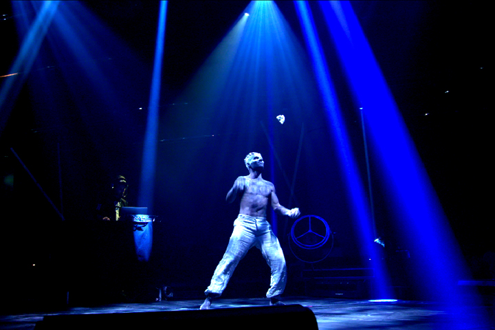 "Clay Paky Scenius Fixtures Light Up Montreal's Bal en Blanc  ""One Drop Moment"" from Cirque du Soleil's 45DEGREES"