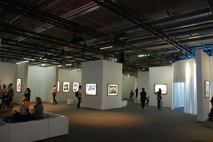"Clay Paky helped to illuminate the exhibition of Neil Preston, the ""photographer of the Rock"""