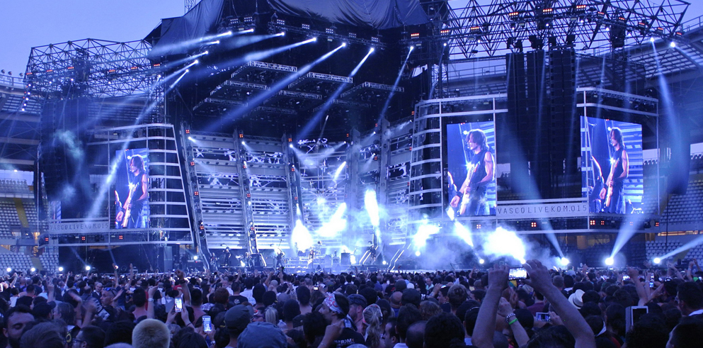 LD Giovanni Pinna talks about Clay Paky on Vasco Rossi's Summer 2015 tour