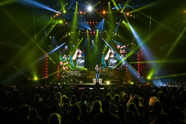 Luke Bryan Launches Winter Leg of His Kill the Lights Tour with Big Claypaky Package Featuring New Scenius UN1CO