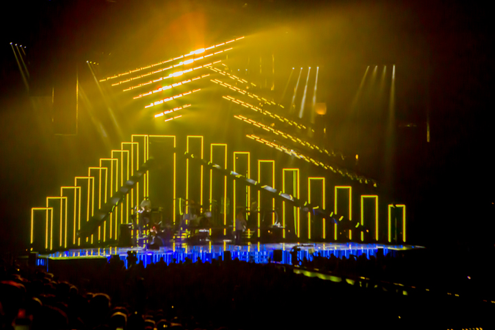 Maroon 5 Kicks Off World Tour 2015 With Clay Paky Mythos Fixtures and Sharpy Washes