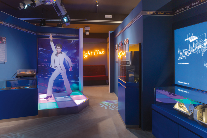 MoMs - Museum of Modern Showlighting - Blue Room: the Disco's age