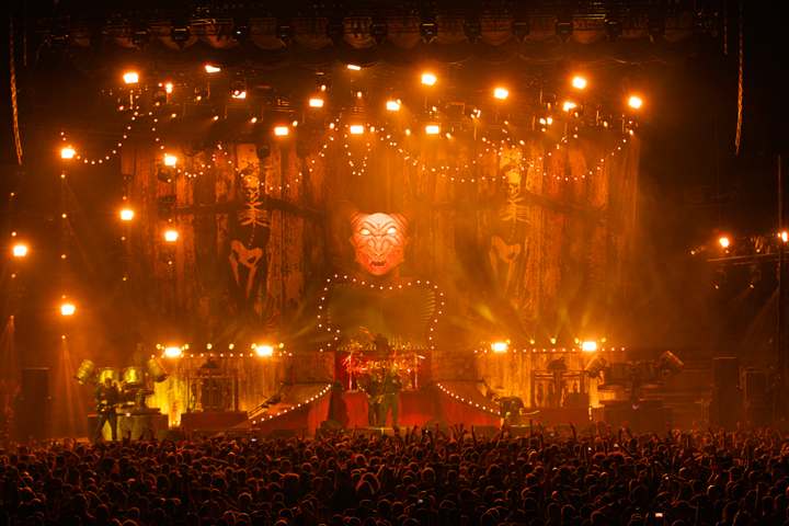 New Clay Paky Stormy Fixtures Join Slipknot Tour