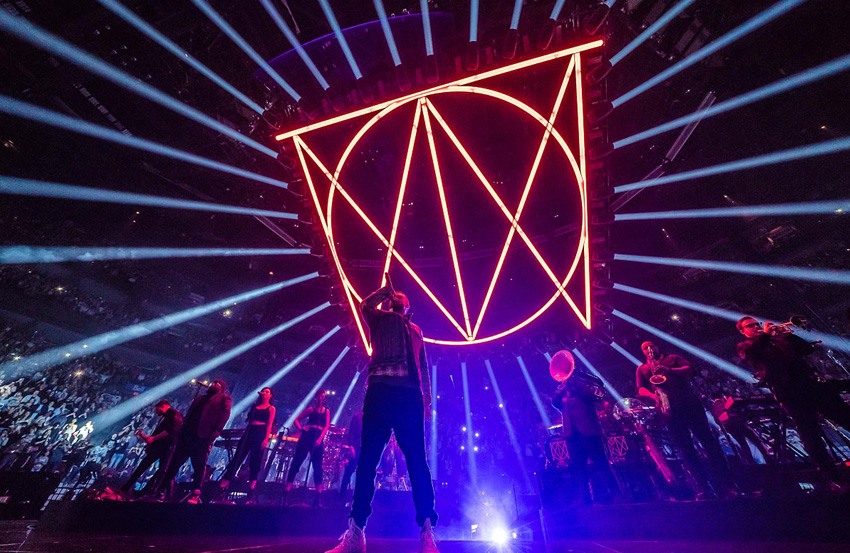"Nick Whitehouse Selects Claypaky Scenius Unicos  for Justin Timberlake's ""Man of the Woods"" Tour"